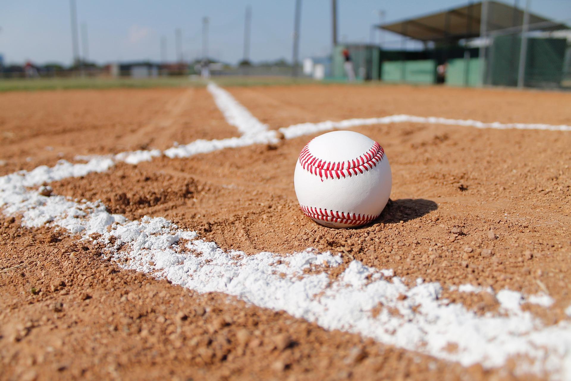 Basebollfält